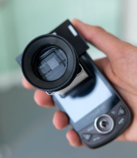 EyeNetra smartphone device