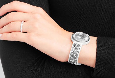 Smart jewelry that camouflages tech reflects consumer wellness trend
