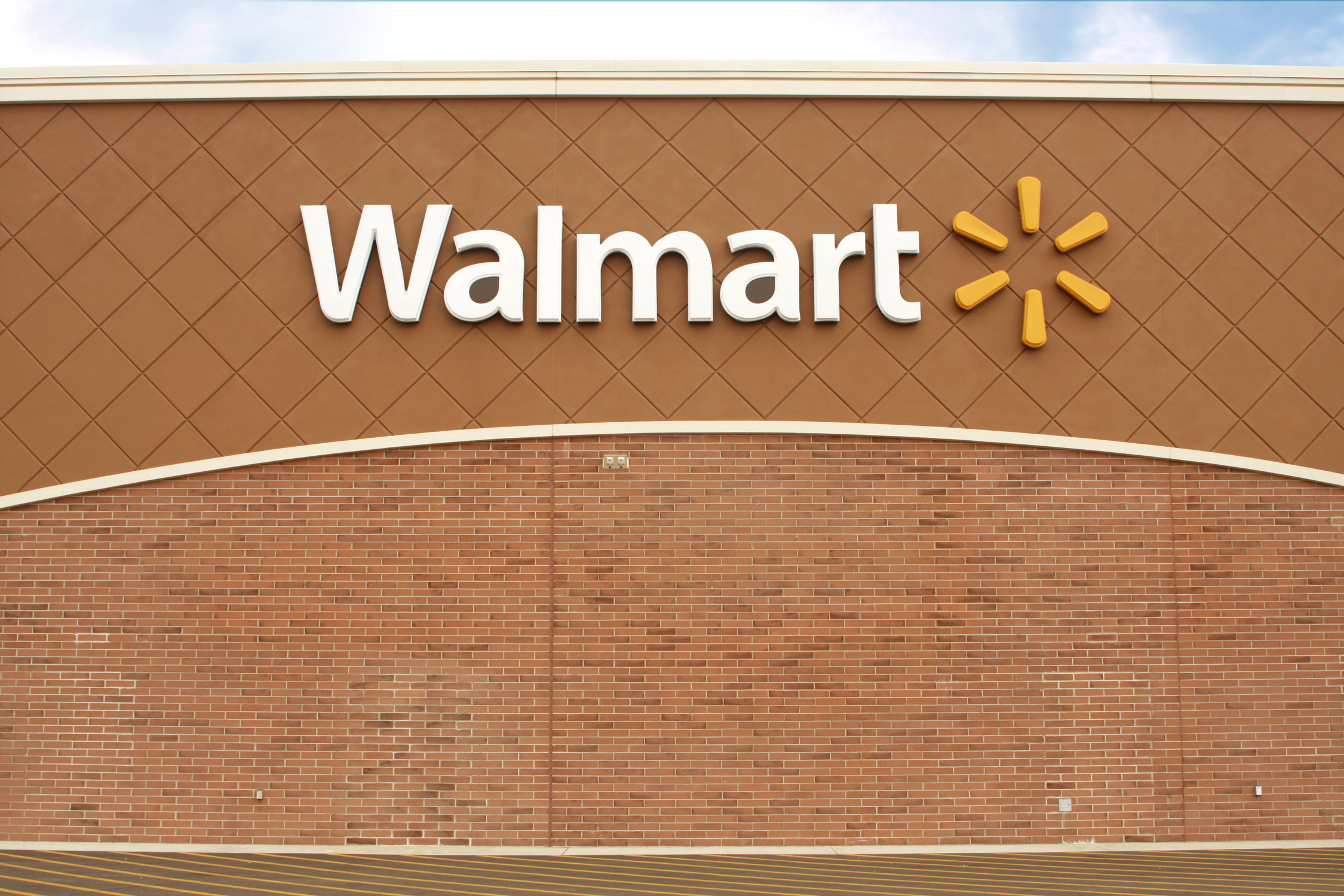 Wal-Mart exec who led health care expansion steps down