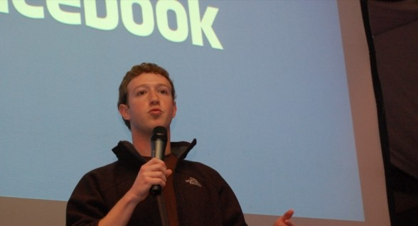 Mark Zuckerberg hires lobbyists to win immigration reform changes
