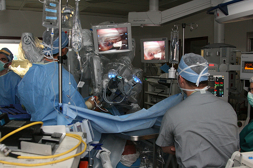 Deaths, problems with robotic surgical systems not being reported to FDA
