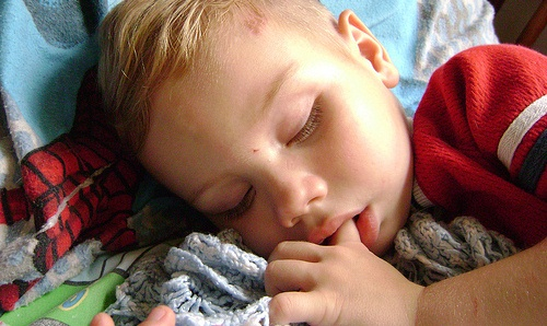 Consistent bedtimes can help kid's behavior problems